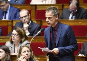 Sébastien NADOT propose d'ajouter au Préambule de la Constitution la citation d'Albert CAMUS : «La démocratie ce n'est pas la loi de la majorité mais la protection de la minorité»