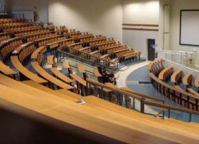 Universités en berne et désespoir étudiant : la promesse d'un avenir en ruine.